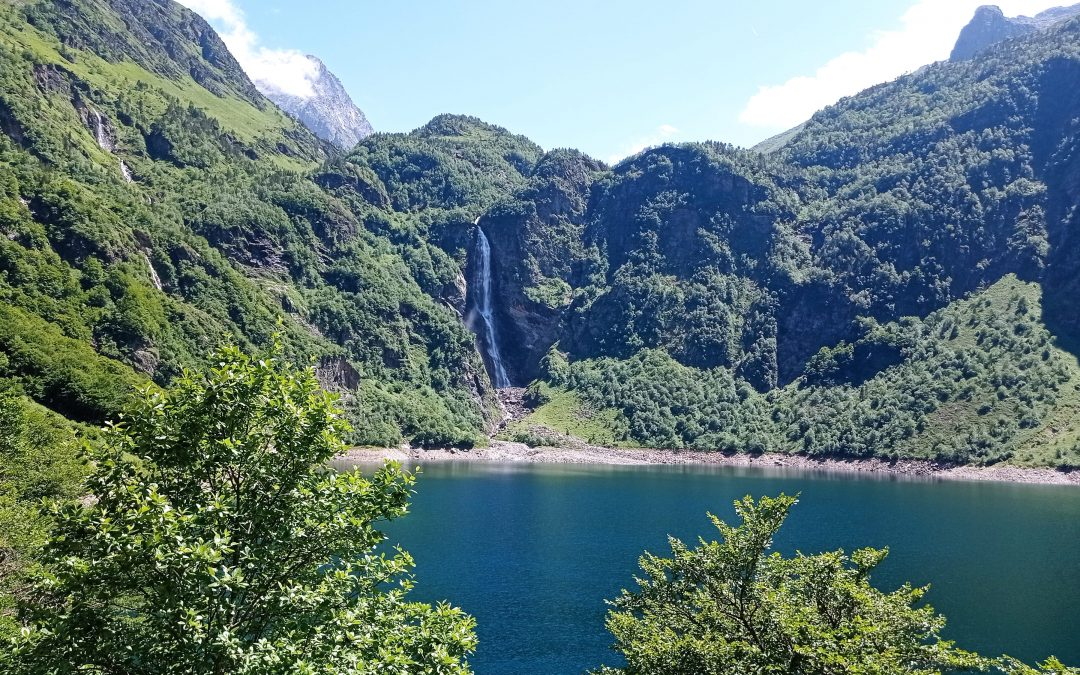 Bonjour à tous, me voici à Luchon, déjà la moitié du périple, l'Ariège «terre courage» me tend les bras. Les longues marches font surgir des choses profondes, c'est le but de toutes randonnées»intérieures» et cela demande de la persévérance et du courage… Même dans les moments difficiles, la Vie est Belle, bises Thierry (photo du lac d'oô)