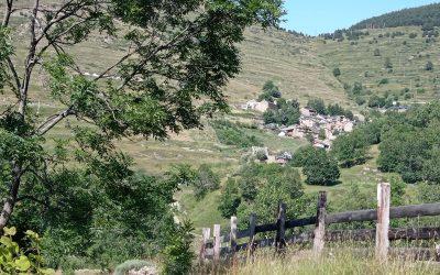 Bonjour à tous, aujourd'hui 9 août, je suis toujours au village de Mantet, Capucine sera là le 15 pour m'accompagner jusqu'à Banyuls en passant par le Canigou. J'en profite pour visiter les alentours. Un grand luxe d'avoir le temps, je pars tout à l'heure en direction de la vallée de Nyer et je me laisse guider par la Vie. Pause très agréable après plus de 770km dans les Pyrénées, la Vie est Belle… Prenons le temps tant qu'il est temps ! Bises Thierry